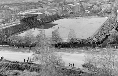 Så här såg det ut när GIF Sundsvall mötte Högadals IS i en kvalmatch till Allsvenskan en oktoberhelg 1961 då publikrekordet togs. 16 507 åskådare fick dessvärre se blekingarna vinna med 4-2. Foto: Norrlandsbild/Sundsvalls Museum.