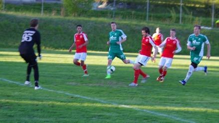 Christoffer Nerkman chippar in 3-0 efter väggspel med Daniel Johansson. Foto: Lokalfotbollen.nu.