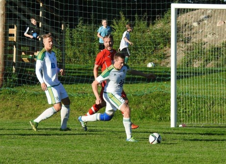 3-0-nickaren StefanKrantz driveer bollen under perfekt kontroll. Foto: Fredrik Lundgren, Lokalfotbollen.nu.