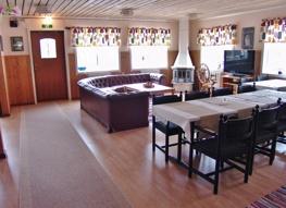 Matsalen har gott om plats och kan också användas för konferenser.