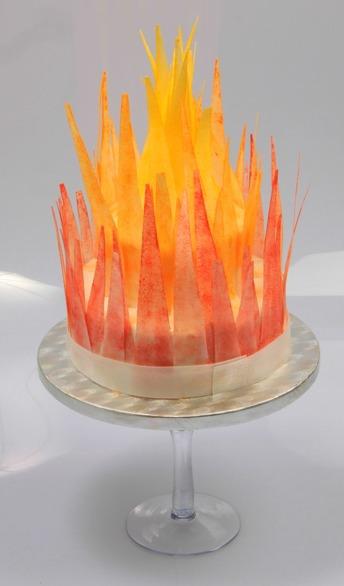Tårtkonst, tårtdekorationer, oblatdekor, oblattårta, eldtårta, eldsflammor,