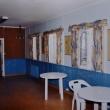 Pappas mindre målningar mellan fönstren i ett sidorum till danslokalen ...