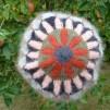 Stickpaket - Dubbelstickad halsduk och mössa, små granar - röd