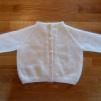 Babytröja med knappor 50% angora - Stickbeskrivning