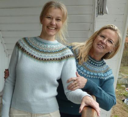 """""""Bleka Skimret"""" jumper och """"Blå Skimmer på mörk botten"""" jumper. Fotomodeller P. Silfverberg och Ann-Sofie Saville från www.nwbbq.se. Foto Kristina Frisk från www.caresumables.com"""