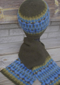 """""""Blått Ljus"""" hat and patterned scarf. Photo S. Gustafsson"""