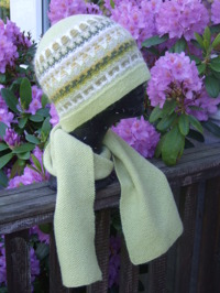 """""""Lemon"""" hat and one colored scarf. Photo S. Gustafsson"""