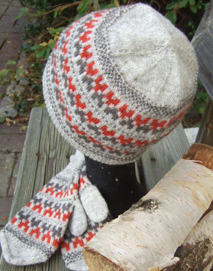 """Stigbygeln"" hat and mittens. Photo S. Gustafsson"