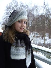 """Stora Spetskragen"" tam and patterned scarf. Poto S. Gustafsson"