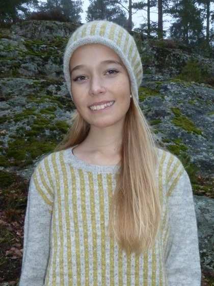 """Randiga Loppan"" yellow, pullover and hat. Photo P. Silfverberg"