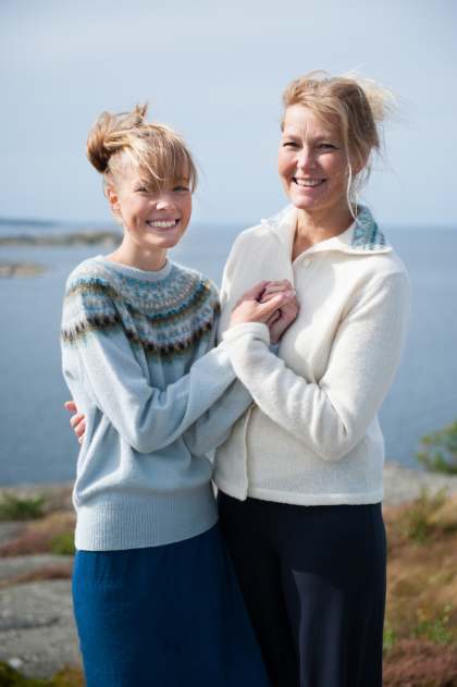 """""""The Pale Shimmer"""" pullover with round yoke and jacket with patterned collar. Photo Karin Björk"""
