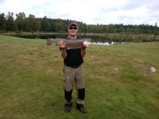 Arne med en båge på 4,9 kg