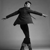 Clive Arrowsmith-Bowie-twisting-2-Arrowsmith.©