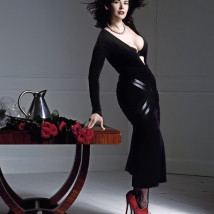 Nigella-Lawson.Red-Shoes.Arrowsmith.©5Clive Arrowsmith