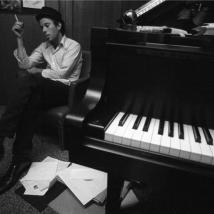 henry diltz-waits_piano