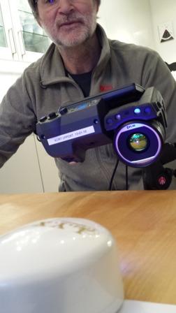Excellent värmekamera för att mäta temperaturutvecklingen i nagellacket när det härdas.