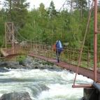 Dag 34 - Elin går på bron över Laisälven