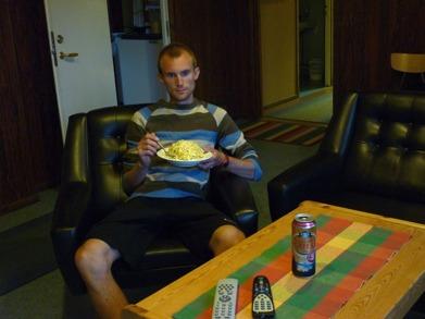 Dag 15 - En stor portion Pasta Carbonara framför TV:n
