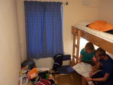Dag 27 - Lite planering med karta i vårt rum på STF:s vandrarhem