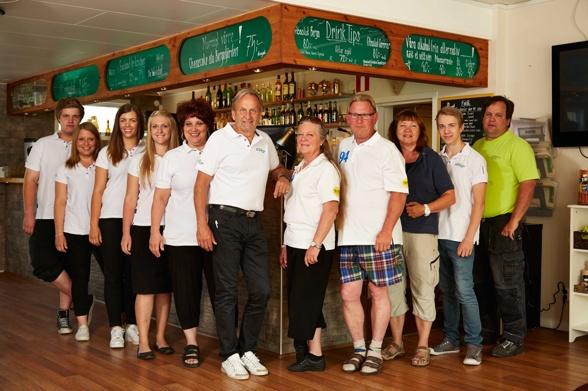 Några ur personalstyrkan 2013, med chefen Lenny och restaurangchefen Ann-Cathrine i mitten.