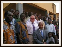 Owe Lindeskär tillsammans med pastorer i Benin.