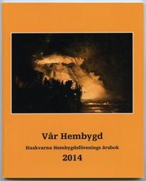 Omslag till boken Vår Hembygd, Huskvarna Hembygdsförenings årsbok 2014. Foto på upplyst vattenfall. I förgrunden silhuetter av människor som tittar på fallet.