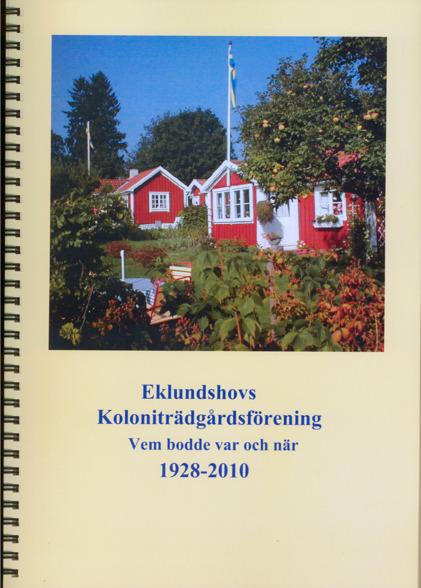 Bild på bokomslag till Eklundshovs Koloniträdgårdsförening - Vem bodde var och när 1928-2010. På omslagt ett färgfoto med röda stugor och blomstrande trädgårdar.