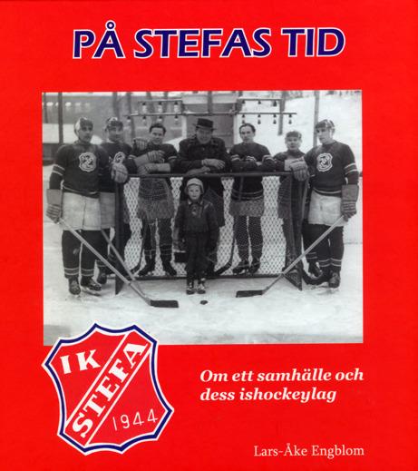Bokomslag till På Stefas tid. Svartvitt foto på sju stycken hockyspelare och ett hockeymål. I målet står en lite pojke.