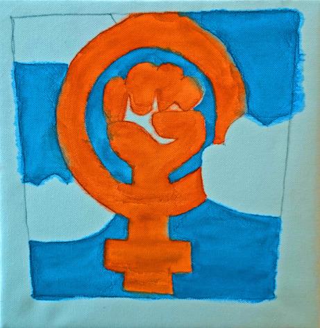 Foto på målning av orange symbol i form av en knuten hand mot bakgrund av målad himmel och moln.