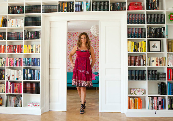 Welcome to Sofie Sarenbrant's home! In this book-shelf it's room for 960 books.