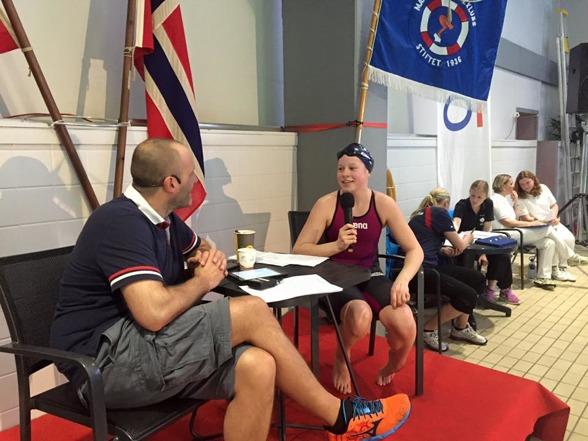Eva Kummen blir intervjua av Hans Jacob Stoebner. Foto lånt av Lambertseters Facebook-side.