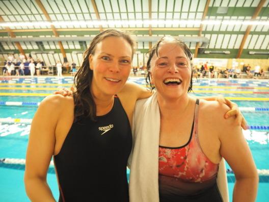 Anna Lohmann Malmö KK och Eva Jonasson, Kalmar har tre saker gemensamt - bägge är Masterssimmare, bägge är världsmästare i dikessimning och sedan har de bägge Öland som mgn.