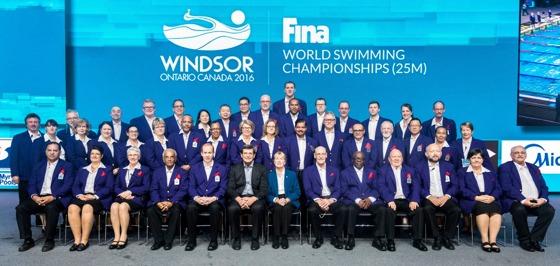 Dagens knep och knåp.... VM-funktionärerna från Windsor. Tre svenskar finns på bilden. Leta och finn. Rätt svar kommer i morgon ! Klicka på bilden så är det lättare att se!
