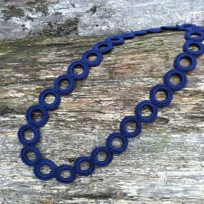 Virkat halsband (Marinblå)