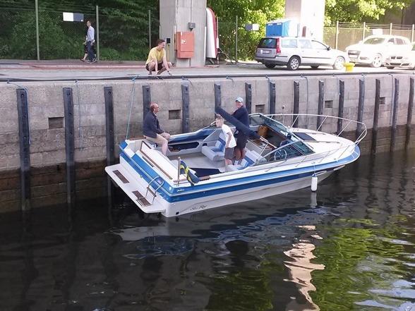 """Några som """"hänger"""" i hammarbyslussen i Stockholm"""