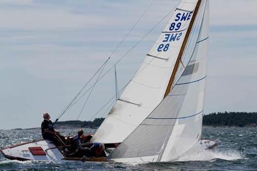 Calle Huun´s Int.5M yacht på fin kryssbog