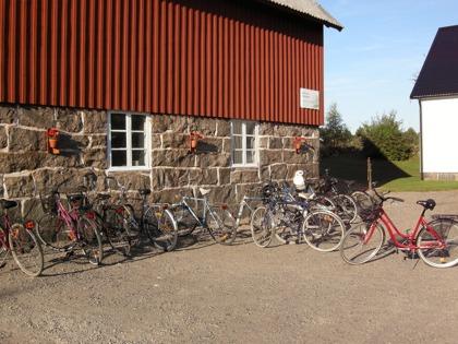 Med cyklar på Cykelleden kan man också ta sig hit.