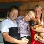 Jerry, Emil och Marita med Albert