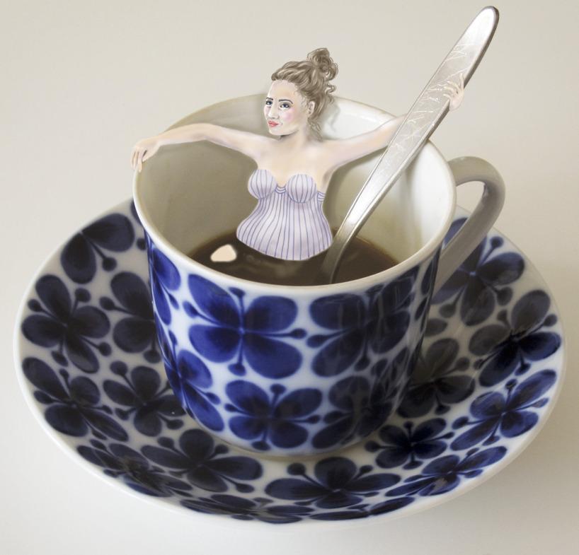 Min favoritkopp, en Mon Ami från Rörstrand med en kaffeböna som tar ett varmt bad / målad i photoshop