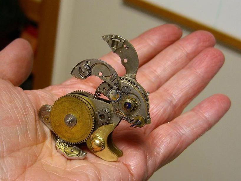 Kanin av gamla klockor via pinterast till http://unconsumption.tumblr.com/post/33401951172/sue-beatrice-of-all-natural-arts-makes-some