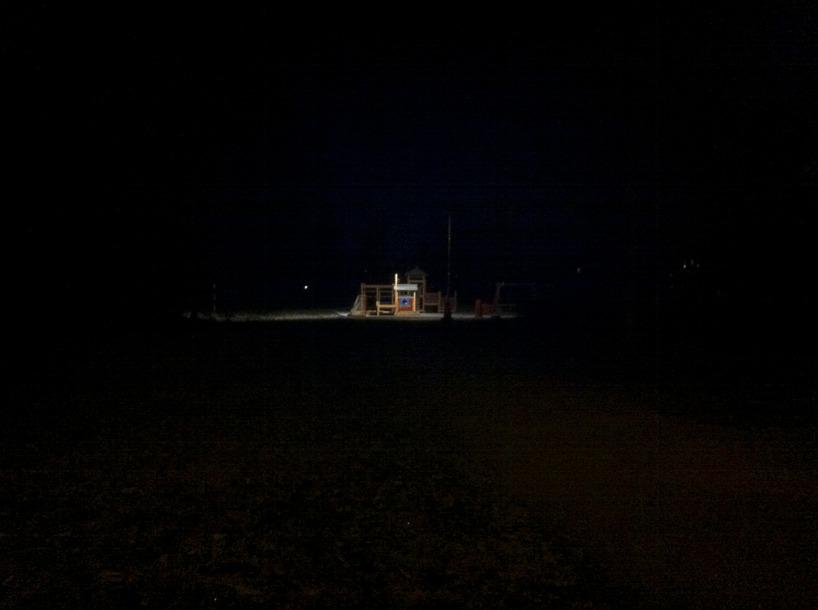 mörk och tyst lekplats