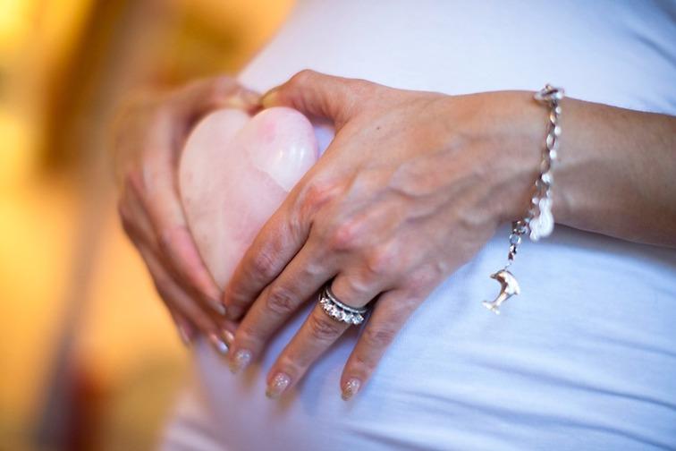 Copyright: Fotograf Brigitte Grenfeldt, Porträttfoto, familjefoto, Gravidfoto, Big Belly, Pregnancy, on location,