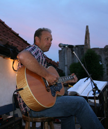 Här spelar jag på Nunnans balkong