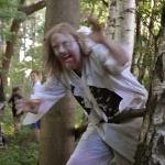 ...men plötsligt hoppar en läskig zombie fram...