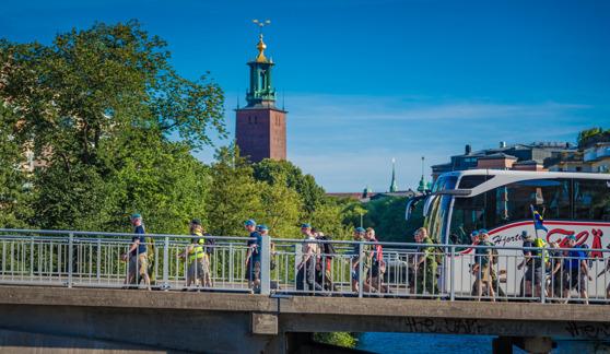 Veteranmarschen på väg upp på Kungsbron i Stockholm. Foto: Kim Svensson