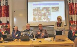 Panelen samlad för att svara på frågor.