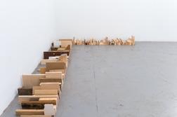 Ur Jenny Magnussons utställning SPILL. Platsspecifik skulptur. Spillmaterial.