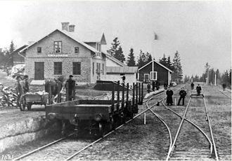 Utanför stationshuset fanns tre spår, för att man skulle kunna växla om tågen.