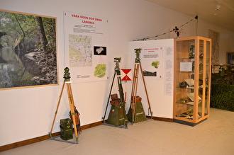 Vinkelmätinstrument för att genom avskärning med flera instrument från olika platser kunna bestämma läget för ett mål.