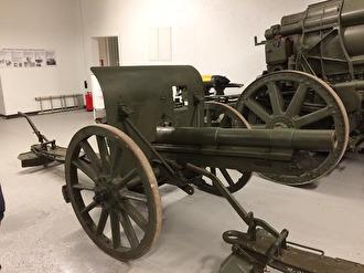 7 cm kanon m/02. Används än idag och då framförallt vid promotionsinvigningar i Lund. Tillverkare Bofors, Stockholms Vapenfabrik och Finspong.